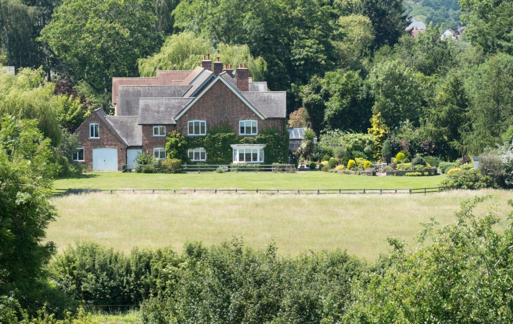 Homes within commuting distance of Grantham